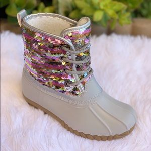 HOST PICK**NEW SIZES**GIRLS GREY SEQUIN DUCK BOOTS